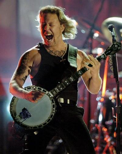 James Hetfield tocando un banjo