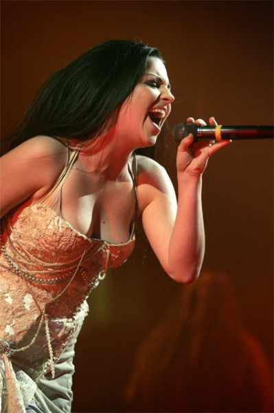 Amy Lee cantando
