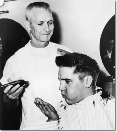 Elvis Presley en la peluquería