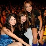 Selena Gómez, Demi Lovato y Miley Cyrus