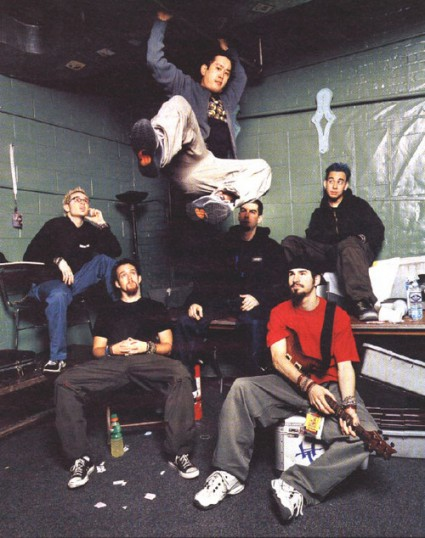 Linkin Park con Mr. Hahn colgando