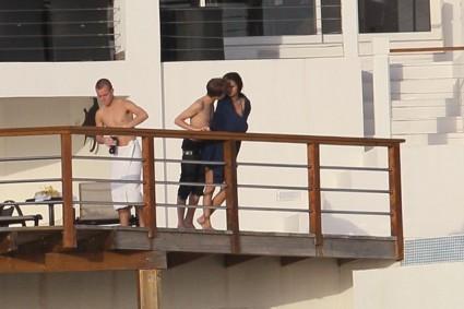 Justin Bieber besando a Selena Gómez