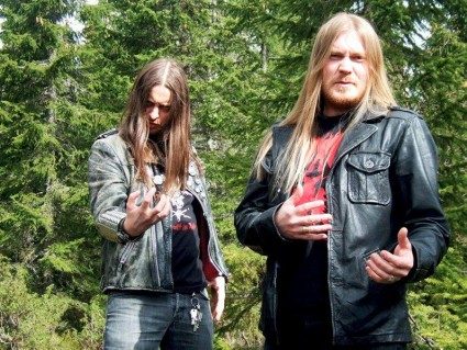 Fenriz understands the pose better than Nocturno Culto