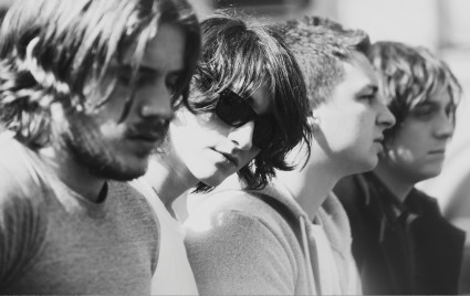 Arctic Monkeys blanco y negro