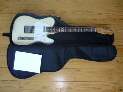 Guitarra firmada Kid A