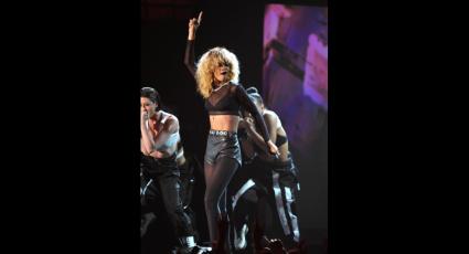 Rihanna cantando