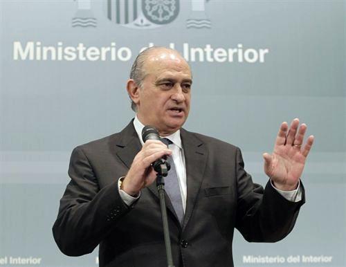 El ministro del interior jorge fern ndez alejandro sanz for Escuchas del ministro del interior